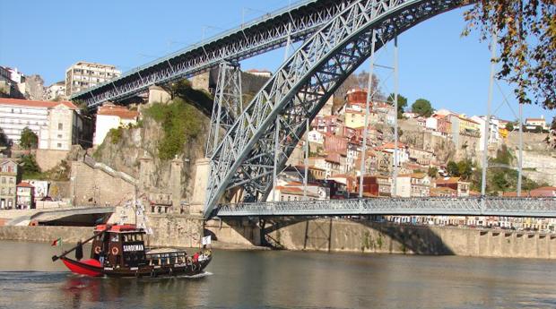 Descobre a Cidade Invicta -  2 Noites em Hotel 4*, Cruzeiro no Douro, Visita as Caves e City Tour!