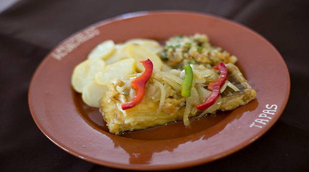 Menu com Entradas, Bacalhau com Broa Frita e Vinho em Braga!