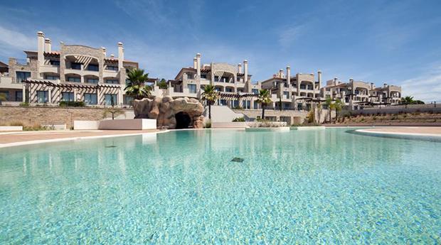 Algarve, Férias em Vilamoura -  2 Noites em T2 ou T3 para 4 ou 6 Pessoas no Pine Hill Residences!