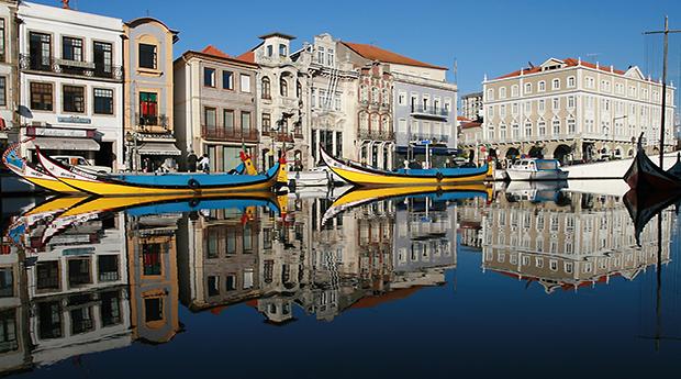 Passeio de Moliceiro na Veneza Portuguesa com Degustação de Ovos Moles!