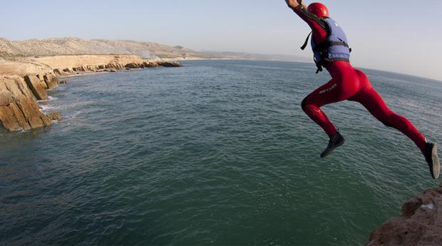 Pura Adrenalina! Coasteering no Portinho da Arrábida para 1 ou 2 Pessoas!
