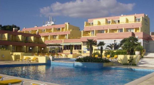 Páscoa Algarve Tudo Incluído -  3 Noites para 2 Adultos e 1 Criança Até os 15 Anos no Hotel Baía Cristal 4*!