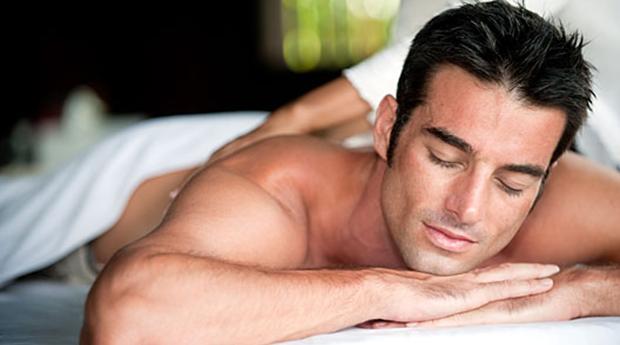 O Presente Ideal para Teu Pai! Spa Facial Masculino com Massagem de Relaxamento na Boavista!