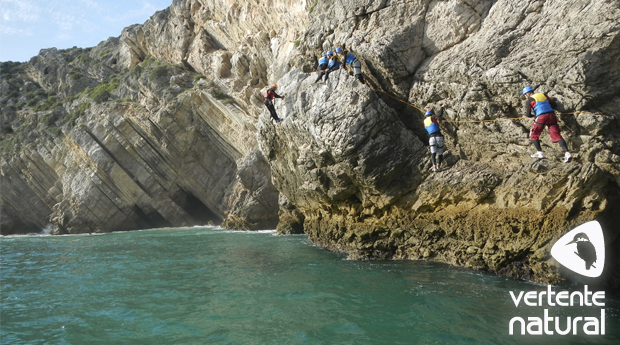 Descobre a Adrenalina do Coasteering na Enseada da Mula em Sesimbra!