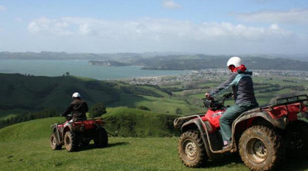 Aventura e Adrenalina num Passeio de Moto 4 para pai e Filho em Montargil!