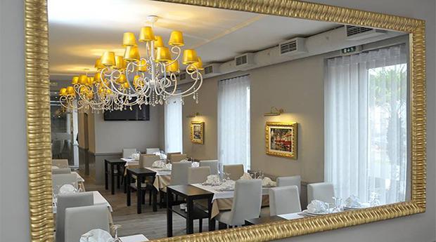 A Melhor Francesinha para 2 Pessoas no Restaurante Âncora Violeta em Leça da Palmeira!