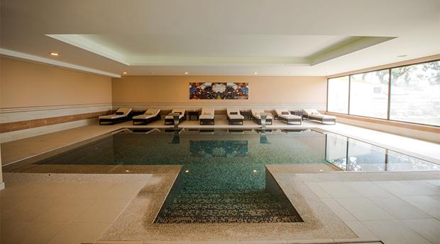 Circuito Spa 5*! Massagem, Tratamentos de Rosto e Circuito de Hidroterapia no Vila Gale Paço de Arcos, Coimbra, Évora ou Eden Resort Albufeira!