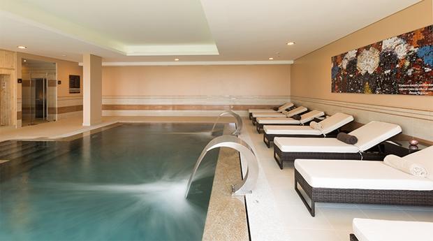 Relaxa no Satsanga Vila Gale Palácio dos Arcos e Vila Gale Évora! Spa de Hidroterapia com Tratamento de Rosto Purficante e Massagem Terapêutica!
