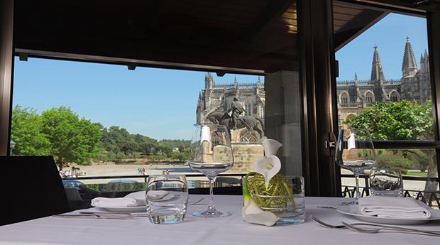 Descobrir Portugal em Hotel 4* -  1, 2 ou 3 Noites com Jantar, Entradas ns Grutas de Mira D'Aire ou Mosteiro da Batalha!