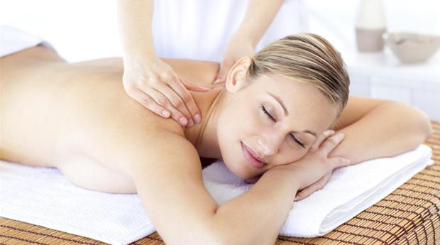 Dia da Mãe! Massagem de Relaxamento com Velas Quentes em Queluz!