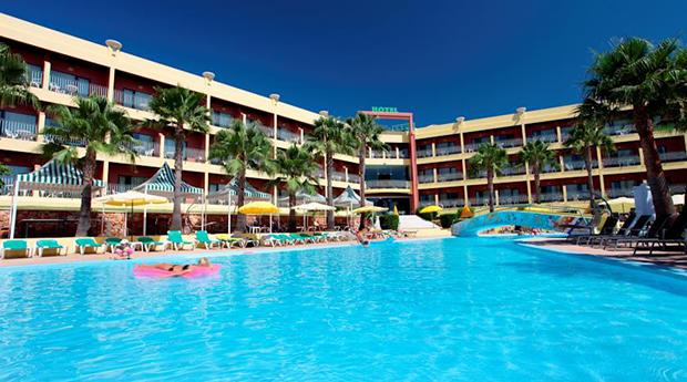 Albufeira,Meia Pensão em Hotel 4* -  3 a 7 Noites para 3 Pessoas no Hotel Baía Grande 4*!
