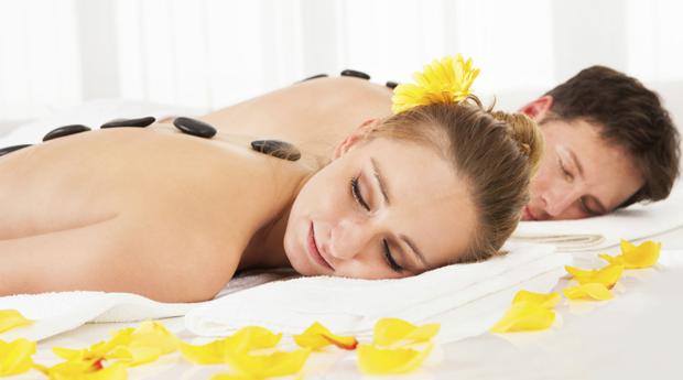 Massagem de Relaxamento para Casal com Mini Facial no Estoril!