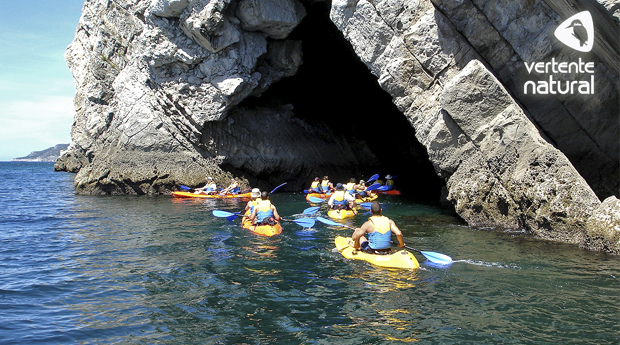 Aventura em Sesimbra! Passeio de Canoa ao Longo da Costa de Sesimbra!