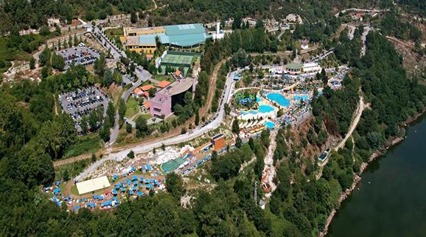 Parque Aquático de Amarante -  1, 2, 4 ou 7 Noites no Hotel Navarras 3* com Entradas Diárias no Parque Aquático!