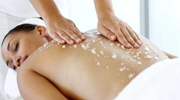 Está na Hora de Mimares o Teu Corpo! Massagem de Relaxamento com Esfoliação Corporal no Porto!