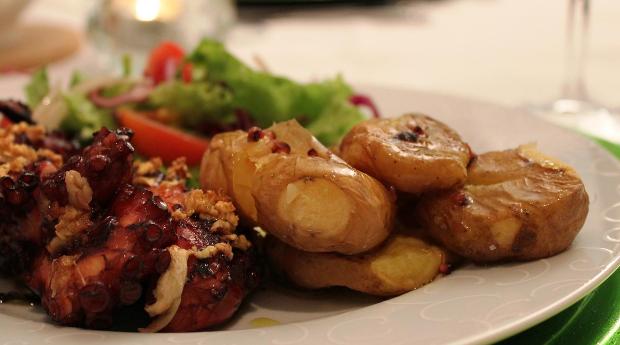 Bacalhau ou Polvo à Lagareiro para 2 Pessoas no Restaurante Maria Laranja!