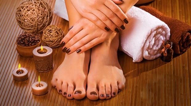 Manicure e Pedicure com Aplicação de Verniz em Odivelas!