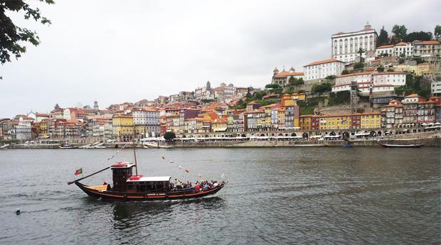 Cruzeiro das Seis Pontes no Rio Douro em Barco Típico Rabelo!