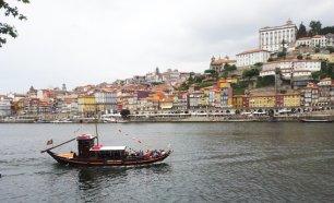 5936f0f408912 Cruzeiro das Seis Pontes no Rio Douro em Barco Típico Rabelo!
