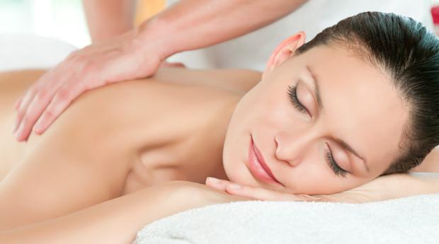 Massagem de Relaxamento com Aromaterapia e Ritual de Chá em Lamaçães!