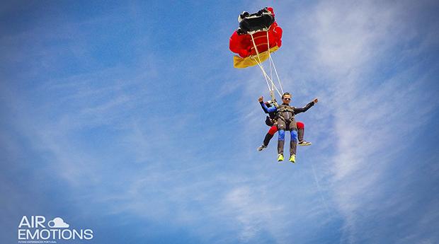 Skydive a 3000 M ou 4200 M de Altitude em Portimão! Fica com a Cabeça nas Nuvens!