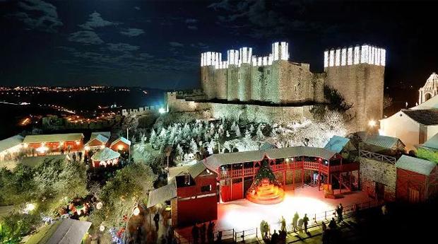 Óbidos Vila Natal em Resort 5* - 1 Noite em T1, T2 ou T3 com Entradas na Vila de Natal no Bom Sucesso Resort 5*!